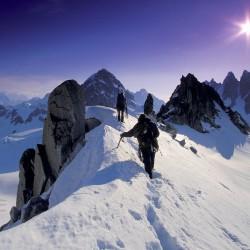 3498-alpinistes-sommet-montagne-WallFizz